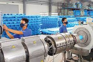 Nhà đầu tư Thái đã nâng tỷ lệ sở hữu tại Nhựa Bình Minh lên trên 54% Với vùng giá khoảng 58.000 đồng/cổ phiếu, doanh nghiệp nhựa Thái đã phải chi khoảng 7 tỷ đồng để củng cố lượng sở hữu tại doanh nghiệp nhựa Việt.