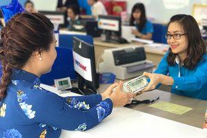 Tỉ giá nổi sóng: Chọn đôla Mỹ hay tiền Việt có lợi?