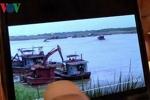 Dân ngoại thành Hà Nội ném đá đuổi 'cát tặc', Chính quyền kêu bất lực?