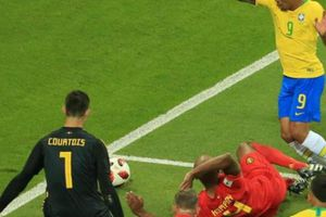 Đã dùng VAR, trọng tài vẫn 'cướp' penalty của Brazil?