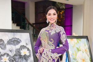 Nữ Hoàng Trần Huyền Nhung diện quốc phục 'nặng ký' tới thành phố Đà Nẵng