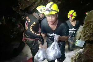 Thái Lan khoan hơn 100 lỗ thông vào núi tìm đường cứu đội bóng nhí