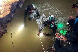 Elon Musk gấp rút chế tàu ngầm tí hon cứu đội bóng Thái Lan