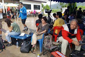 Mọi con mắt đang đổ dồn về phía hang Tham Luang