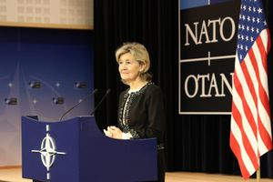 Đại sứ Mỹ tại NATO: Nga đang cố gắng giật đồng minh ra khỏi tay Mỹ