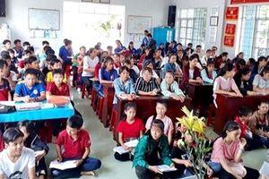 Lớp học của 'thầy giáo thiện nguyện' ở làng biển Tiên Châu