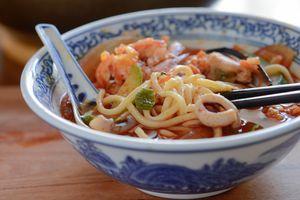 Thử ngay công thức nấu mì hải sản Hàn Quốc ngon bá cháy