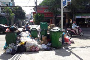 Quảng Ngãi: Rác thải ùn ứ hôi thối khắp các tuyến đường trong thành phố