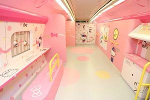 Bên trong tàu Hello Kitty ngộ nghĩnh ở Nhật Bản