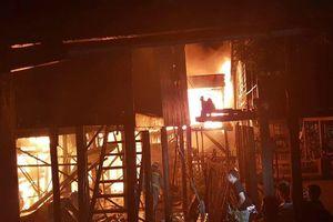 Cháy lớn thiêu rụi nhà cửa nhiều gia đình gốc Việt tại Phnom Penh