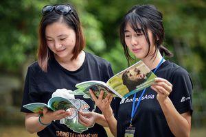 Giới thiệu hai cuốn sách đặc biệt bảo vệ loài gấu Việt Nam