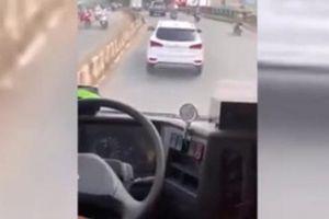 Diễn biến mới nhất vụ tài xế 'giả điếc', giành đường với xe chữa cháy