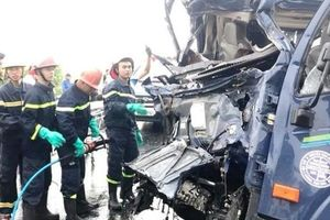 Nghệ An: 3 xe ô tô đâm nhau, 1 người chết