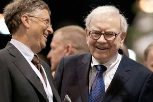 Tình bạn 27 năm của Bill Gates và Warren Buffett: 'Đồng thanh tương ứng, đồng khí tương cầu'