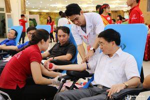 Hơn 2.000 người tham gia hiến máu tại ngày hội 'Hành trình đỏ - Giọt hồng xứ Nghệ'