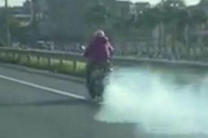 Ninja Lead phóng xe 'điên cuồng', nhả khói mịt mù trên cao tốc