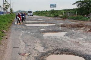 Đường gom cao tốc Hà Nội - Bắc Giang hóa ruộng cày