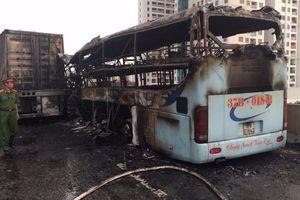 3 người thương vong do va chạm giữa xe khách và xe container tại Hà Nội