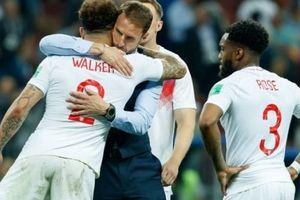 Vì sao tuyển Anh phải kết thúc với 10 người trước Croatia?
