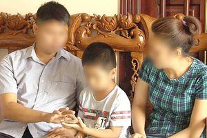 Vụ trao nhầm con ở Hà Nội: Mẹ chưa sẵn sàng đổi con, con sợ bị `bắt đi`