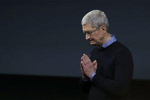 Tim Cook bị hỏi khó: 'Apple ghét Facebook nhưng tại sao lại để Facebook có mặt trên App Store?'