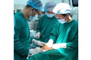 Lần đầu tiên ứng dụng robot phẫu thuật cho bệnh nhân bị nhược cơ