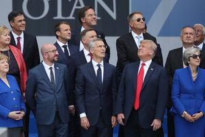 Bức ảnh gây 'sốt' cho thấy rõ tình trạng chia rẽ trong NATO