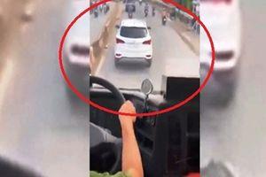 Tài xế 'diễn trò' trước xe chữa cháy: Tôi không nghe thấy gì
