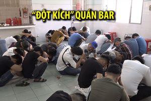 'Đột kích' quán bar lúc rạng sáng, phát hiện gần 100 người phê ma túy