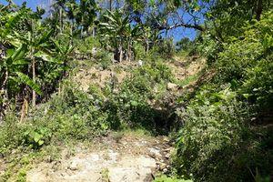 Núi Goi Ra Hách nứt, sạt lở núi bất thường