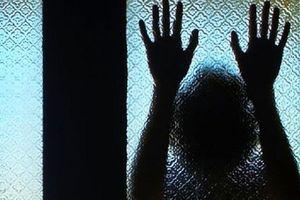 Gia đình bé gái 17 tuổi tố cáo bị hàng xóm 70 tuổi xâm hại 