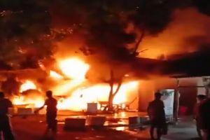 Cháy lớn lúc rạng sáng ở Cà Mau, 1 căn nhà bị thiêu rụi