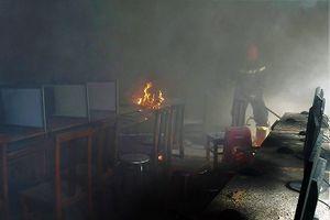 Trường học bị cháy trong ngày hè, nhiều thiết bị bị thiêu rụi