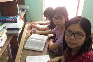 Chị em gái sinh 3 nhà nghèo đạt điểm cao thi quốc gia và nỗi lo đến trường