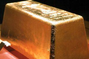 Giá vàng rớt xuống mức thấp nhất trong gần 1 năm