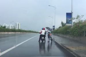 Hình ảnh xúc động trng chiều mưa trên cầu Bắc Hưng Hải