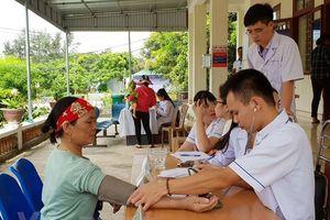 200 người dân huyện đảo Cô Tô được khám và phát thuốc miễn phí