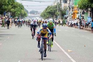 Chặng 4 giải xe đạp nữ cúp truyền hình An Giang: Nỗ lực của khách mời để giành chiến thắng chặng