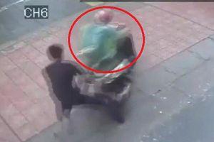 Clip: Siêu trộm 'nhảy' SH trong nháy mắt ở Hà Nội
