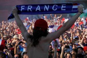 Toàn cảnh CĐV Pháp mất ngủ 'cuồng nhiệt' suốt đêm chiến thắng