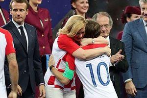 Tổng thống Croatia 'ghi điểm' với người hâm mộ ở chung kết World Cup