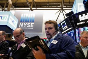 S&P 500 rời đỉnh do giá dầu giảm mạnh