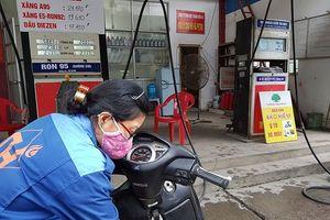 Hà Nội: Người mua hững hờ, tiêu thụ xăng E5 như 'rùa bò'