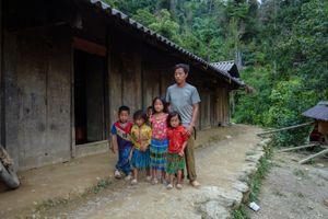Sẻ chia đau thương với đồng bào tại 'rốn lũ' Sìn Hồ, Lai Châu
