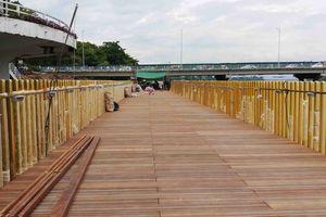 Cận cảnh đường gỗ lim tiền tỷ sắp hoàn thành bên dòng Hương Giang thơ mộng