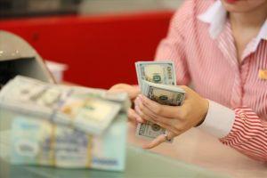 Tỉ giá tiếp tục 'căng như dây đàn' và thách thức đối với Ngân hàng Nhà nước
