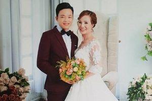 Cô dâu 61, chú rể 26: 'Cán bộ địa chính xin lỗi vì chụp bản đăng ký kết hôn'