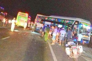 2 xe khách húc nhau trong đêm, 2 người chết, 2 người bị thương