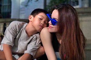 Sau ồn ào chia tay Kim Lý, Hồ Ngọc Hà khoe ảnh bình yên bên con trai