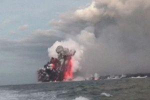 Clip: Thuyền du lịch bị bom nham thạch công phá ở Hawaii